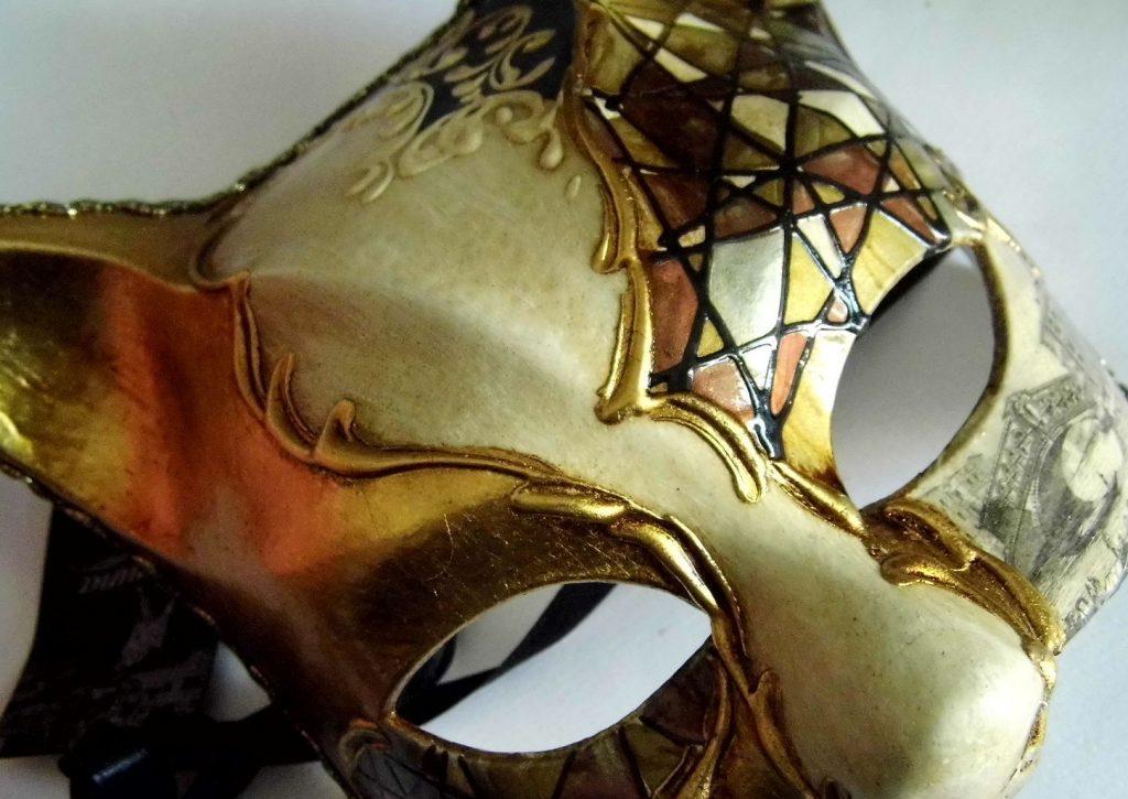 Золота маска папье