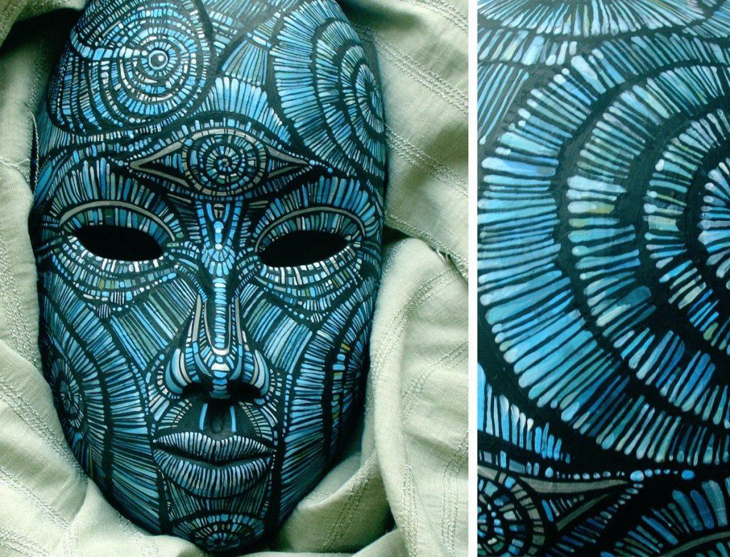 Голубая маска папье