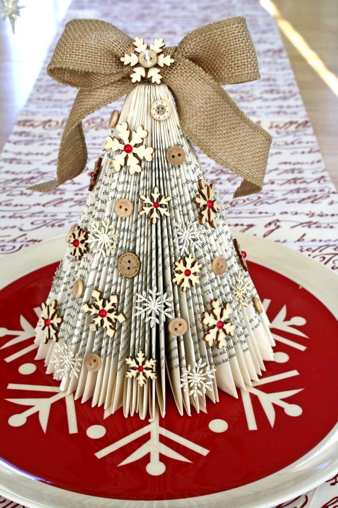 Красивая елка в стиле оригами