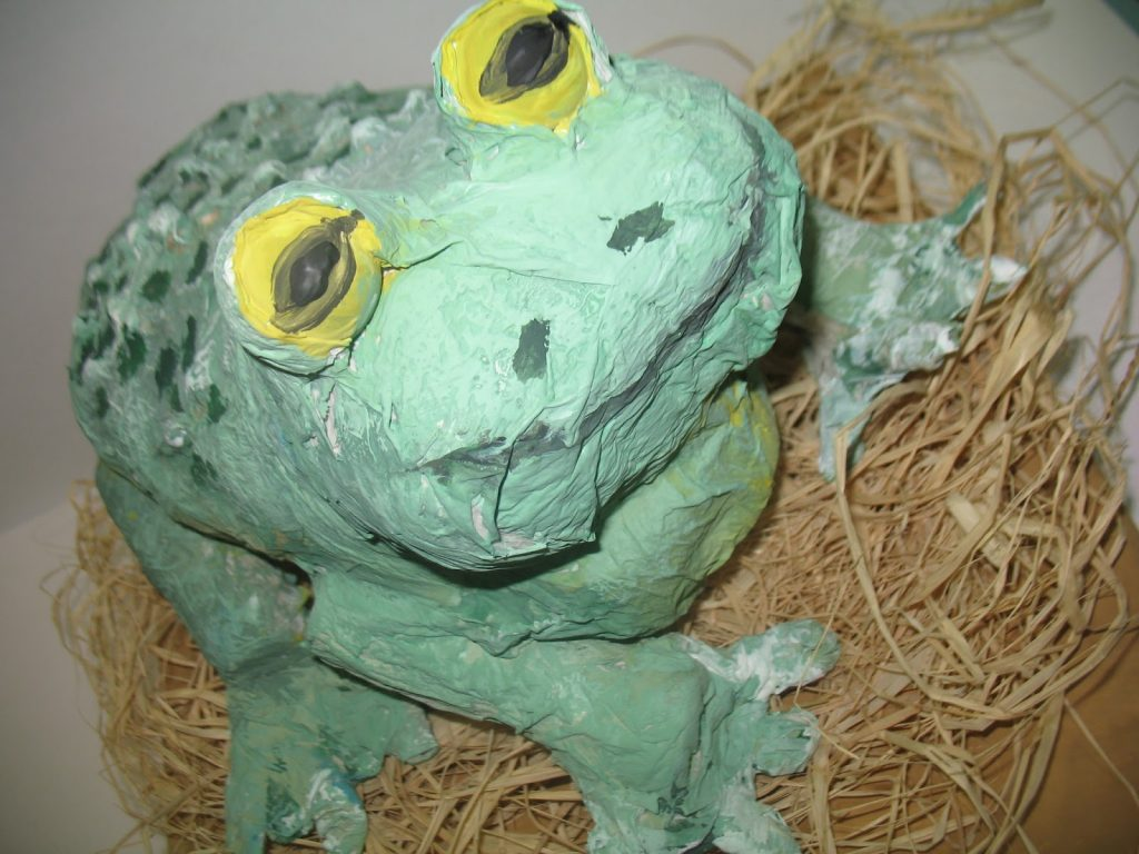 Лягушка из папье маше