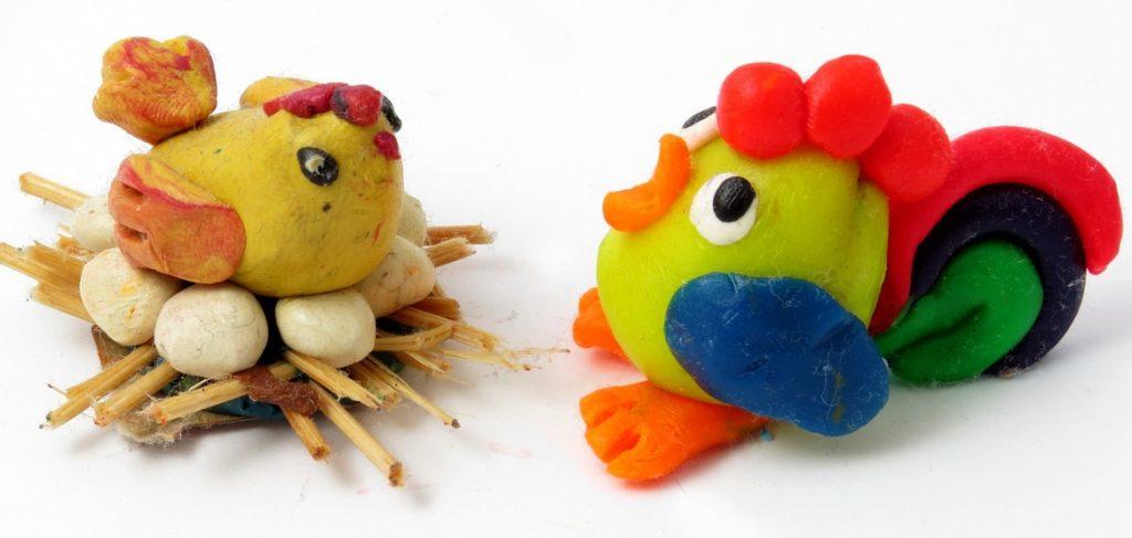 Курица с гнездом из пластилина