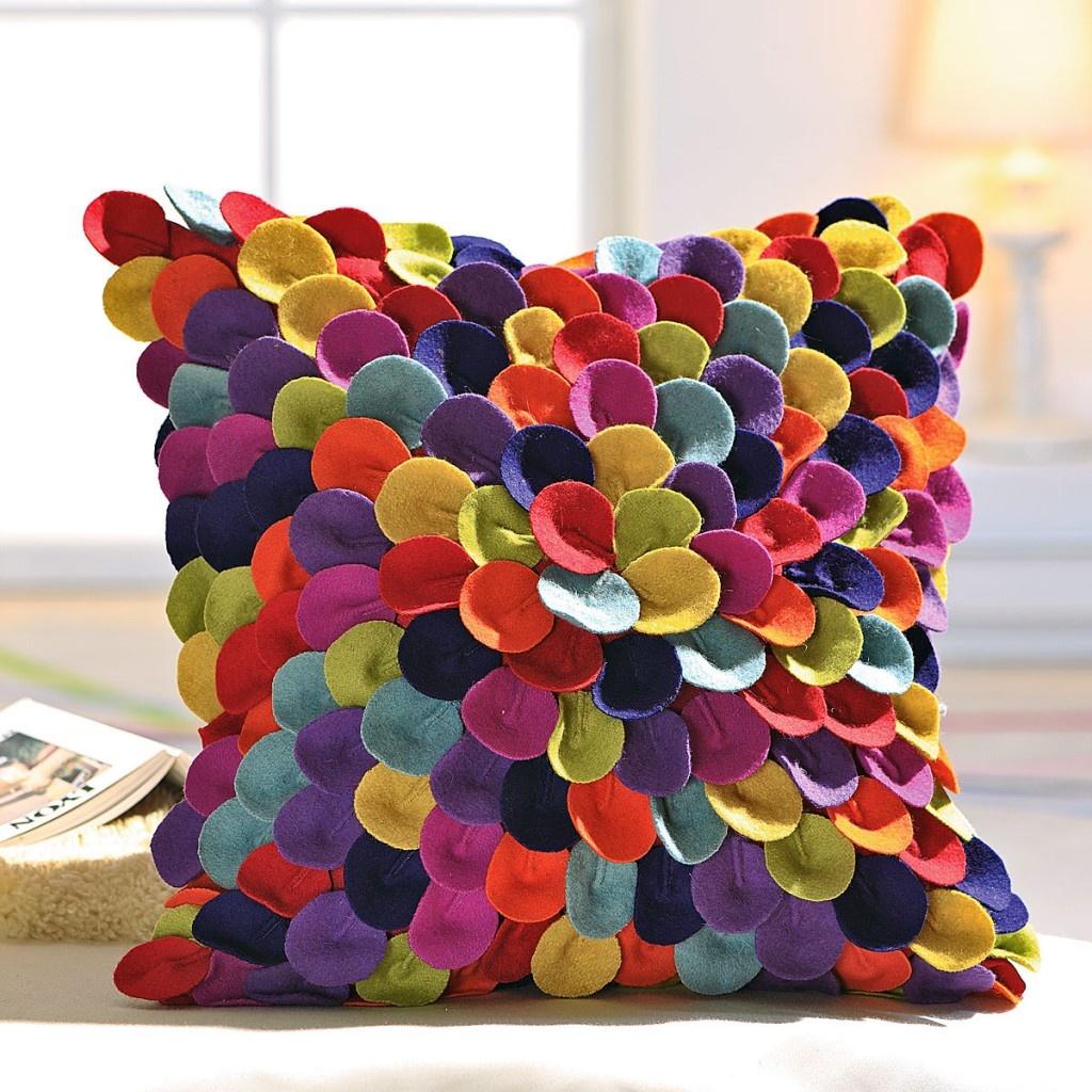 Стильная подушка из ткани поделка
