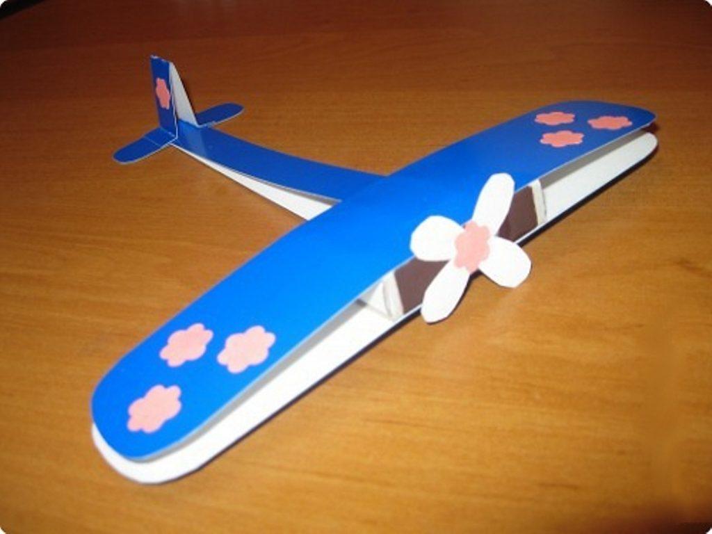 Самолет из картона