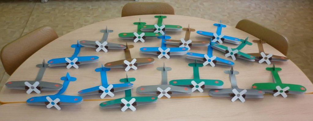 Поделка самолетов в школе