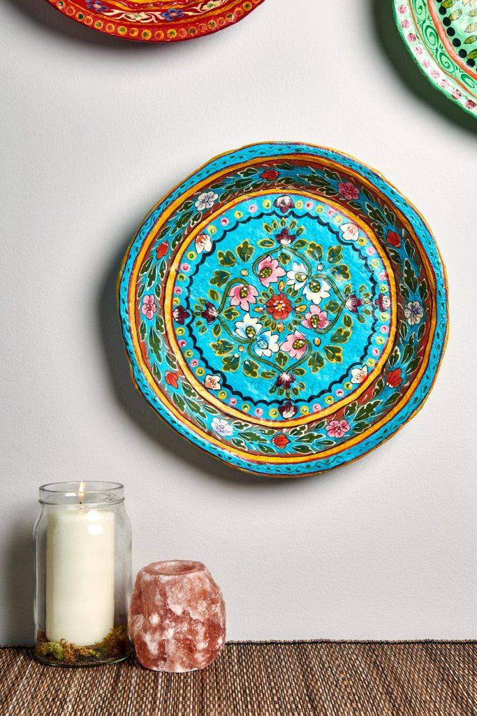 Тарелка на стене папье маше