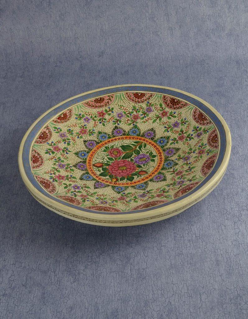 Тарелка в стиле папье маше