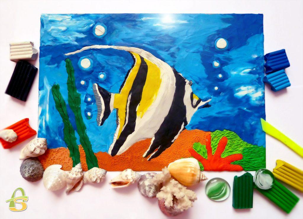 Рыба из пластилина на картине