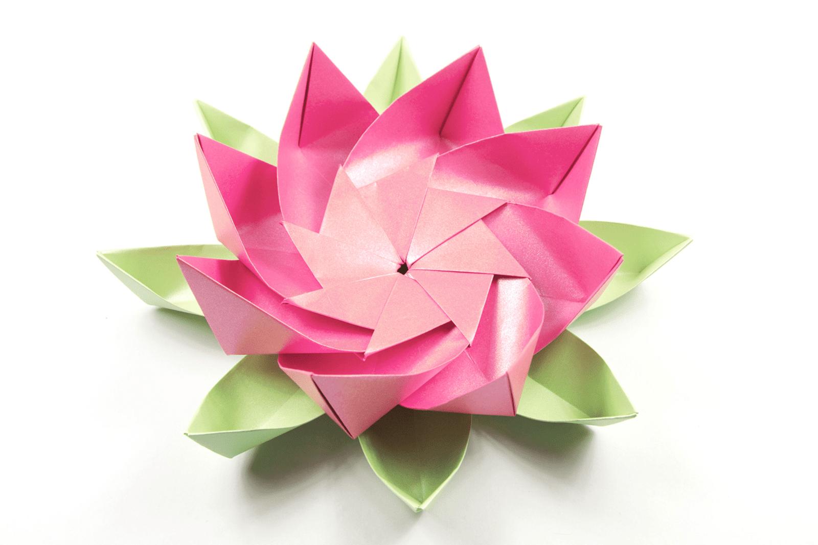 Лотос в стиле оригами