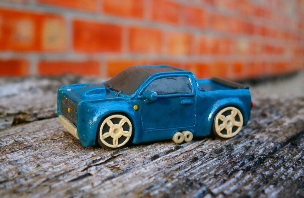 Легковой автомобиль из пластилина