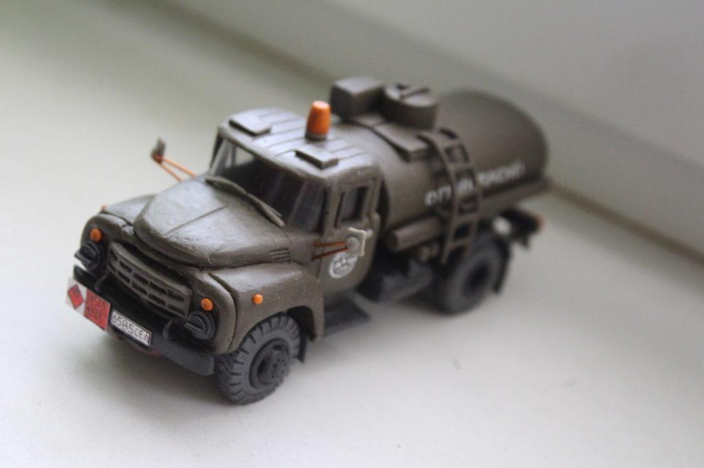 Пример машины из пластилина