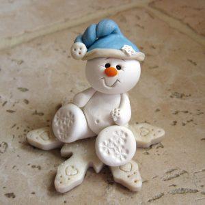 фигурка снеговик из теста