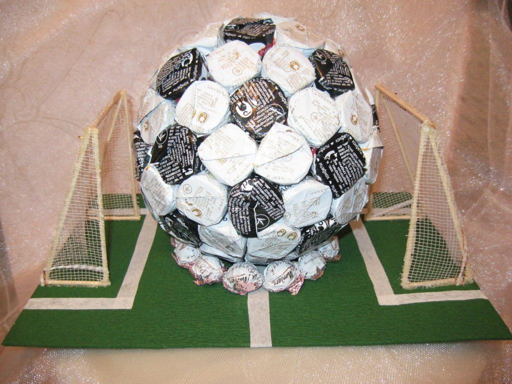 Сладкий футбольный мяч