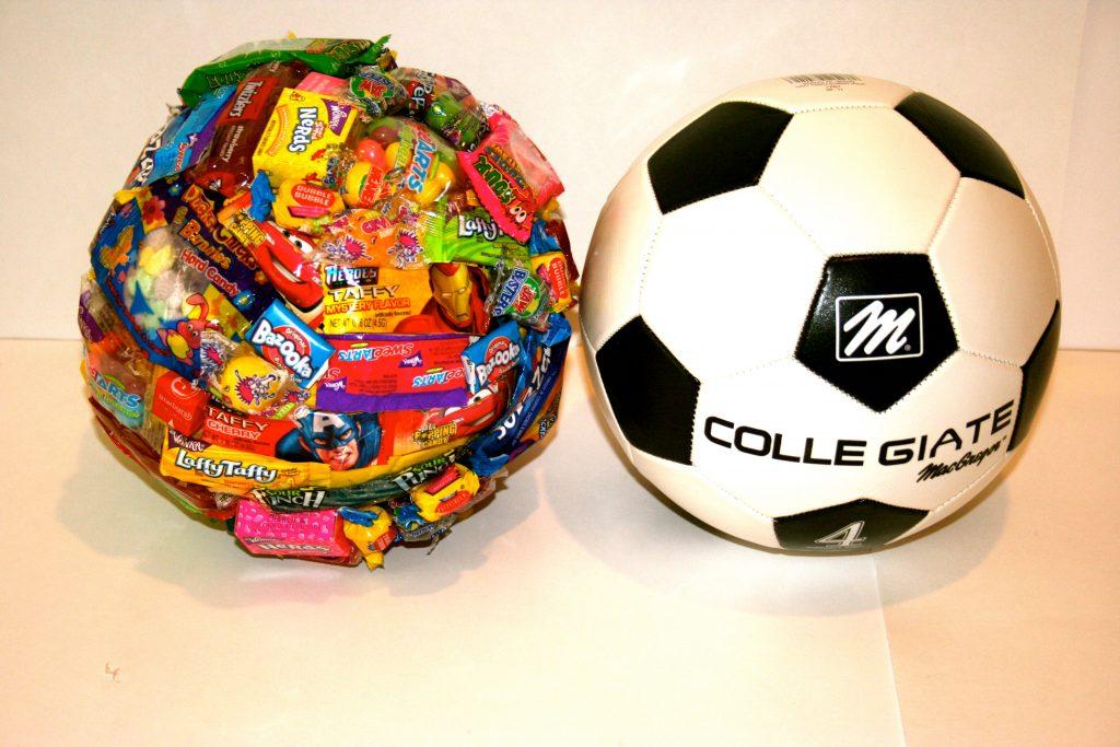 Конфеты в форме футбольного мяча