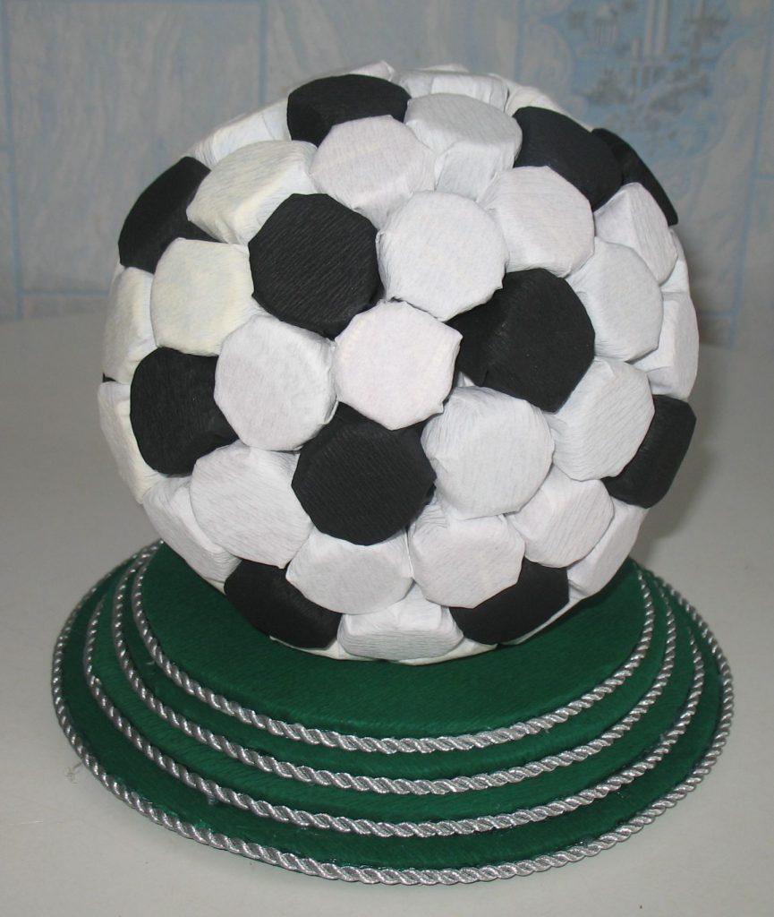 Необычный мяч из конфет