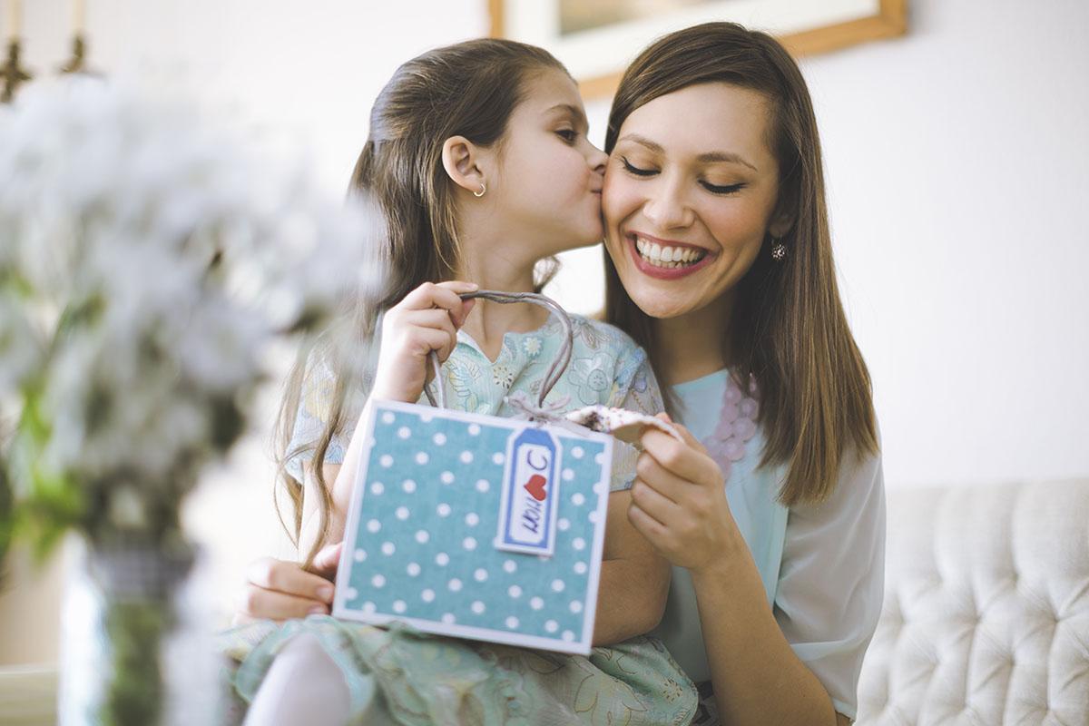 Поделки на день матери. Подарки, сделанные руками 30