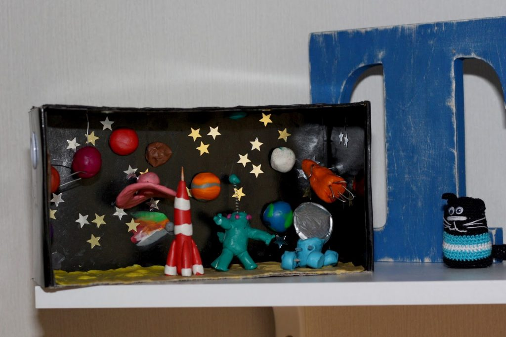 Космос из пластилина на примере фото своими руками