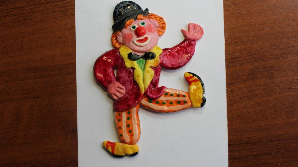 Клоун в цирке из теста