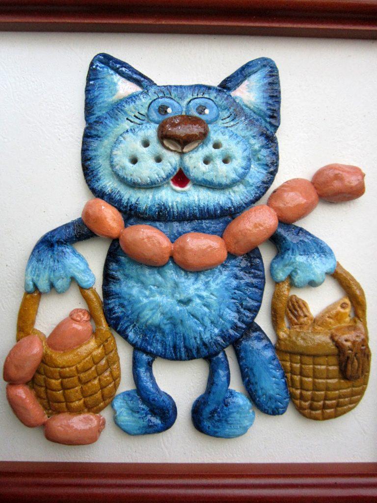 Кошка с сосисками из соленого теста