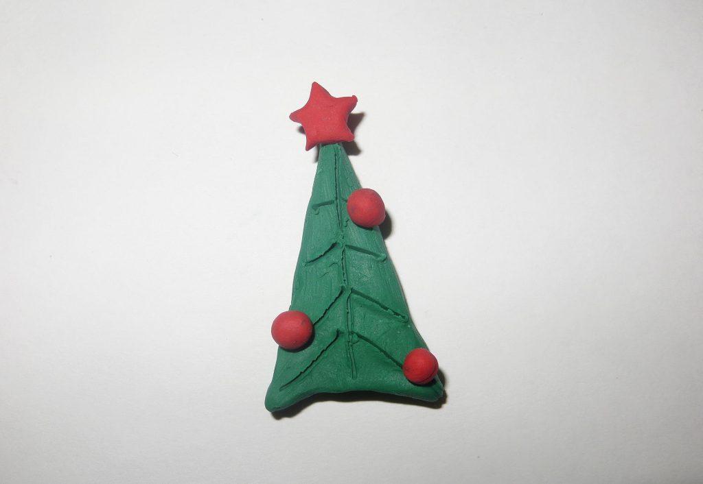 Миниатюрная лепка елки