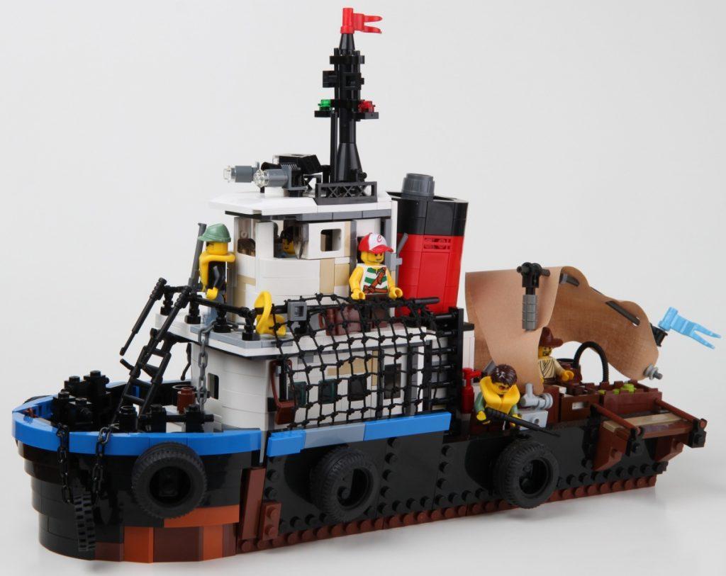 Корабль пираский из лего