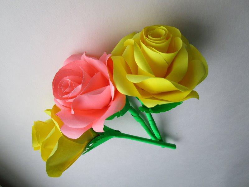 Три розы из бумаги
