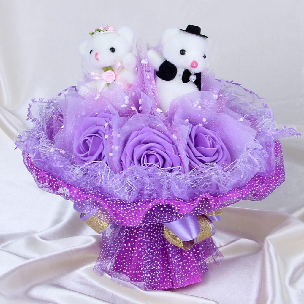 Букет с игрушками фиолетовый