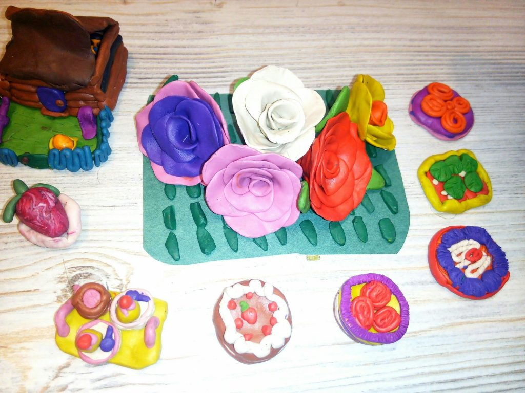 Розы из пластилина поделка своими руками