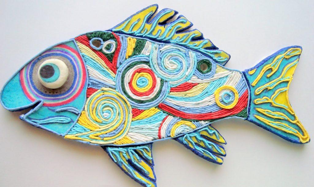 Яркая рыба из папье маше