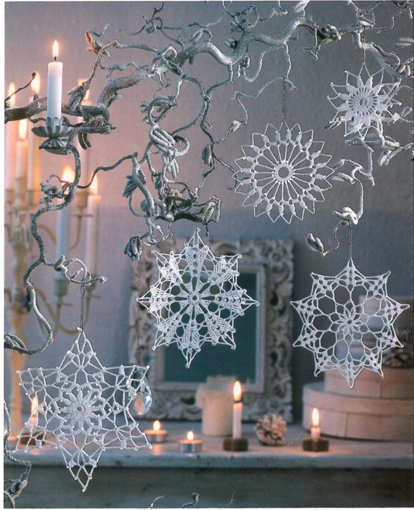 Ажурные снежинки красиво украсят интерьер