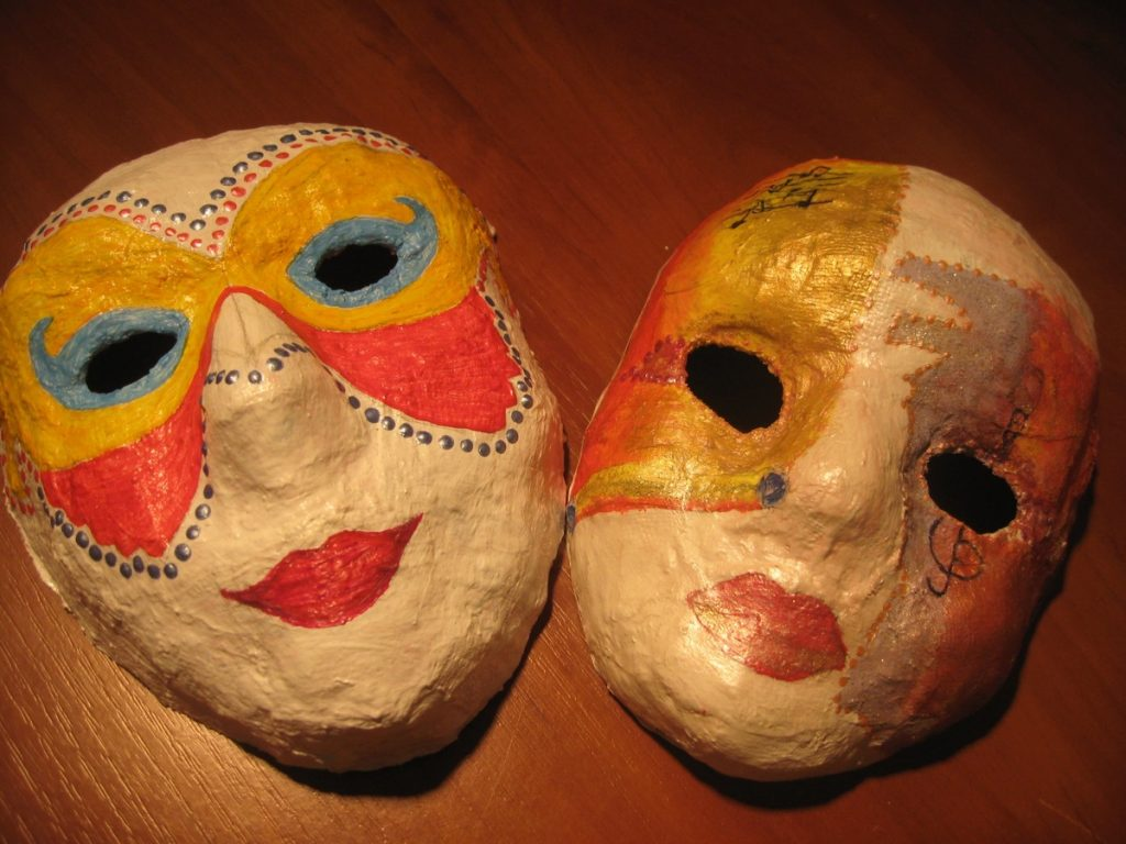 Две маски папье маше