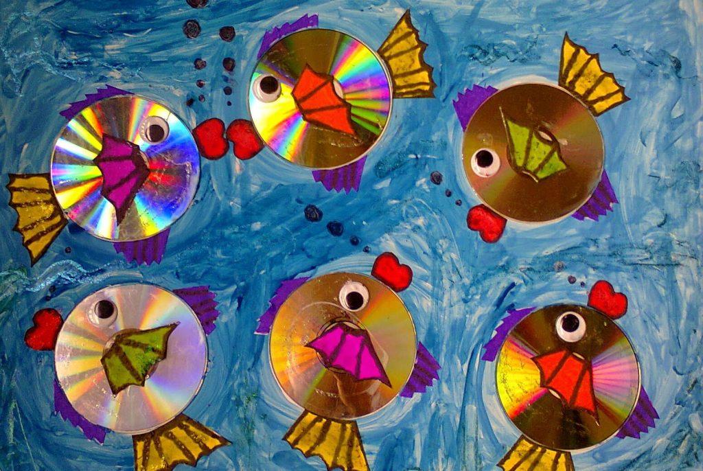 Рыбки из дисков поделка