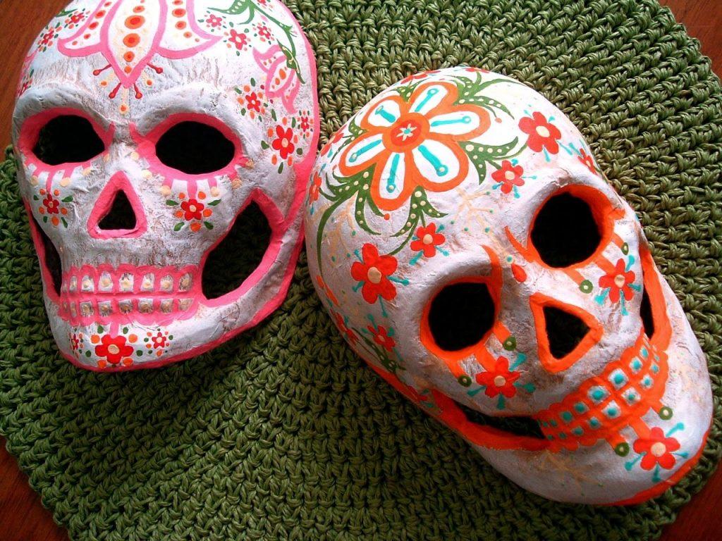 Две маски в технике папье маше