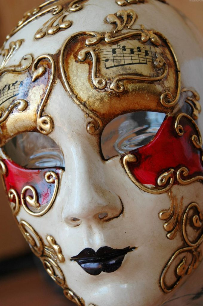 Женская маска папье маше
