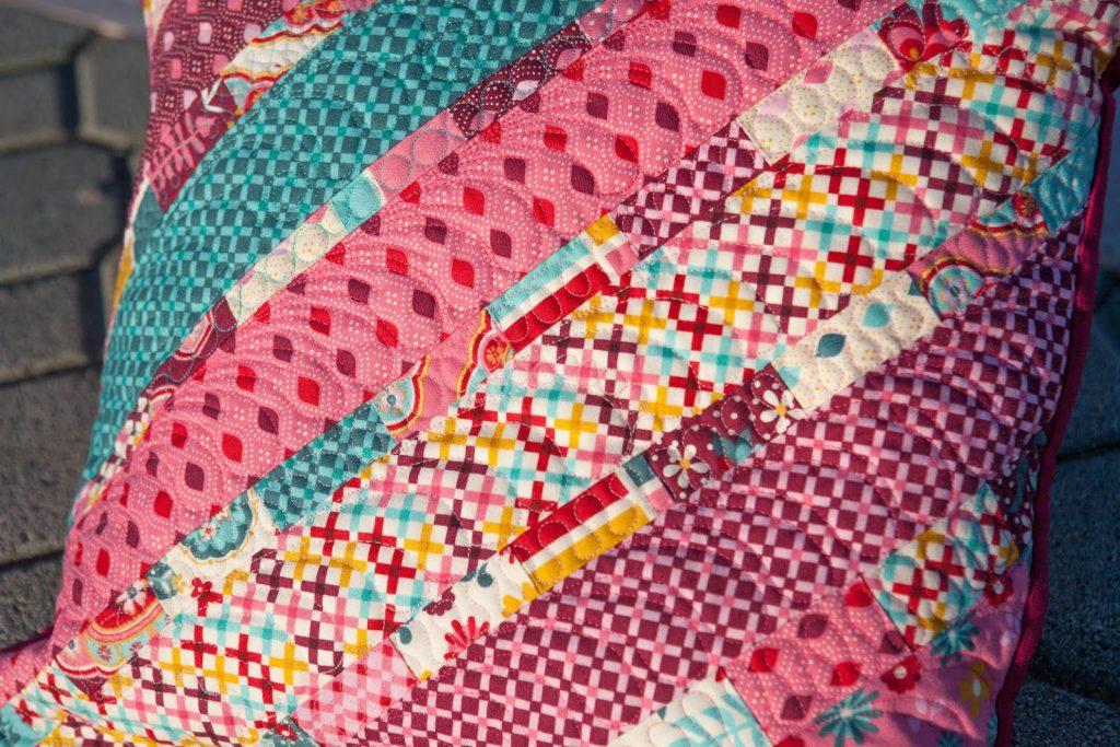 Одеяло розовое из ткани
