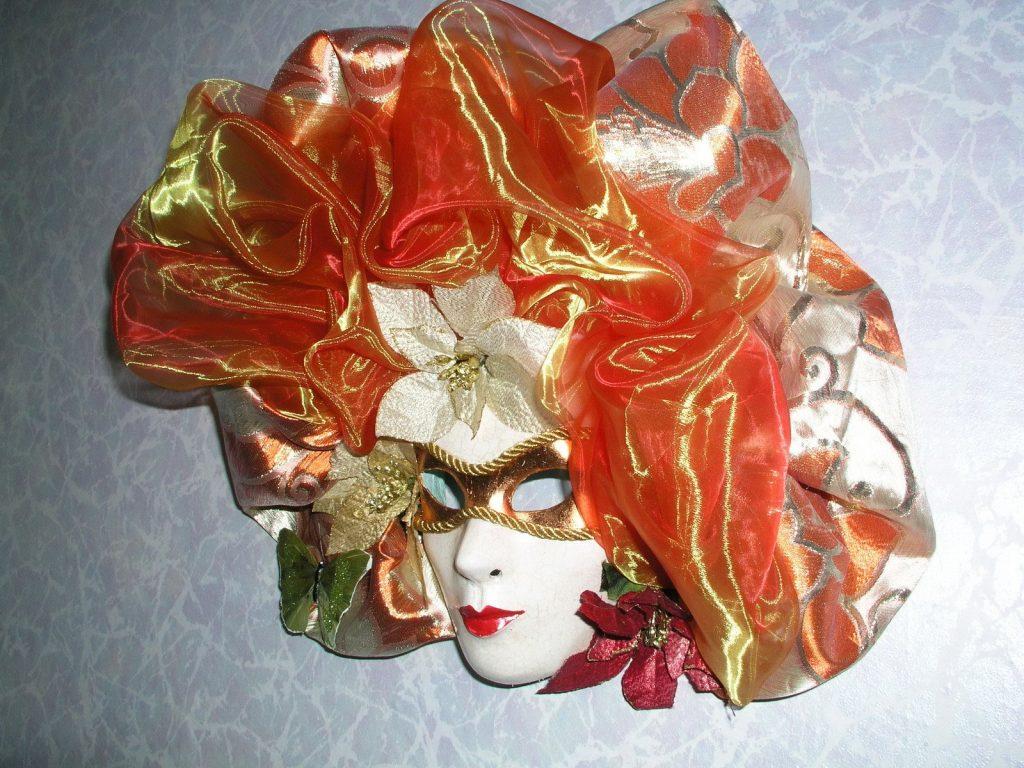 Нарядная маска папье маше