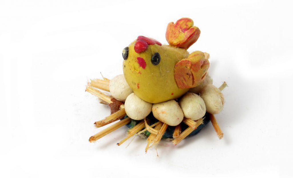 Курица с гнездом