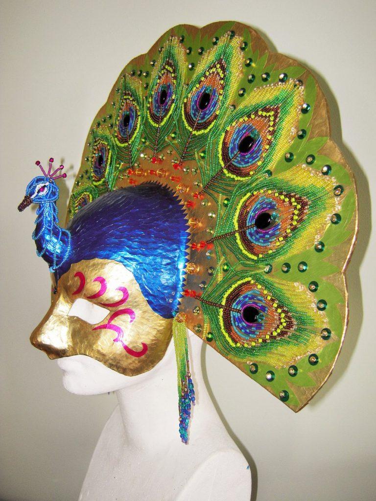 Павлинья маска папье маше