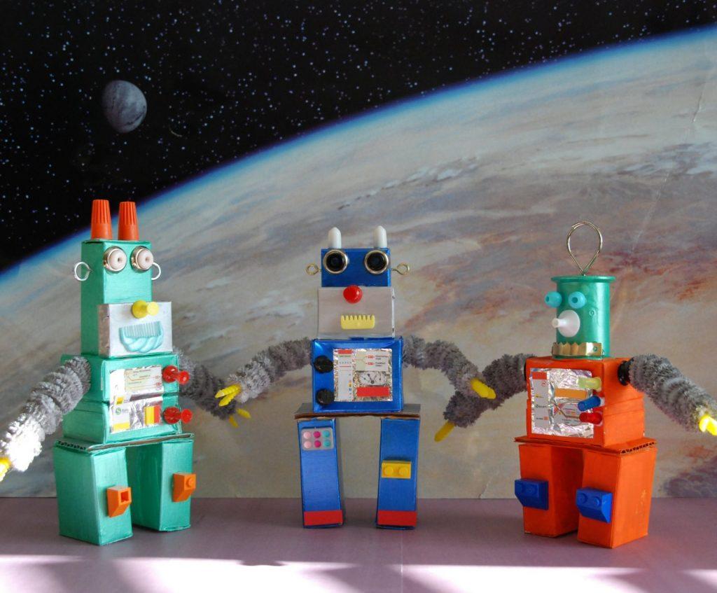 Роботы из картона поделка
