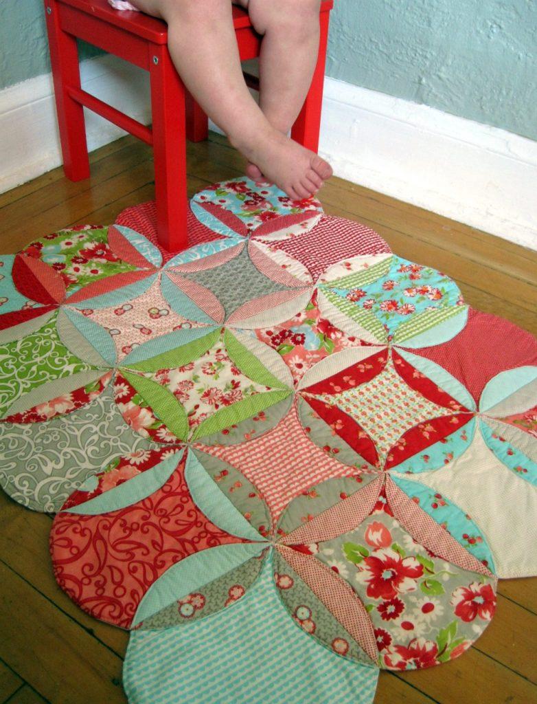 Процесс шитья одеяла
