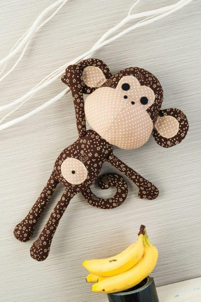 Классная обезьянка из ткани