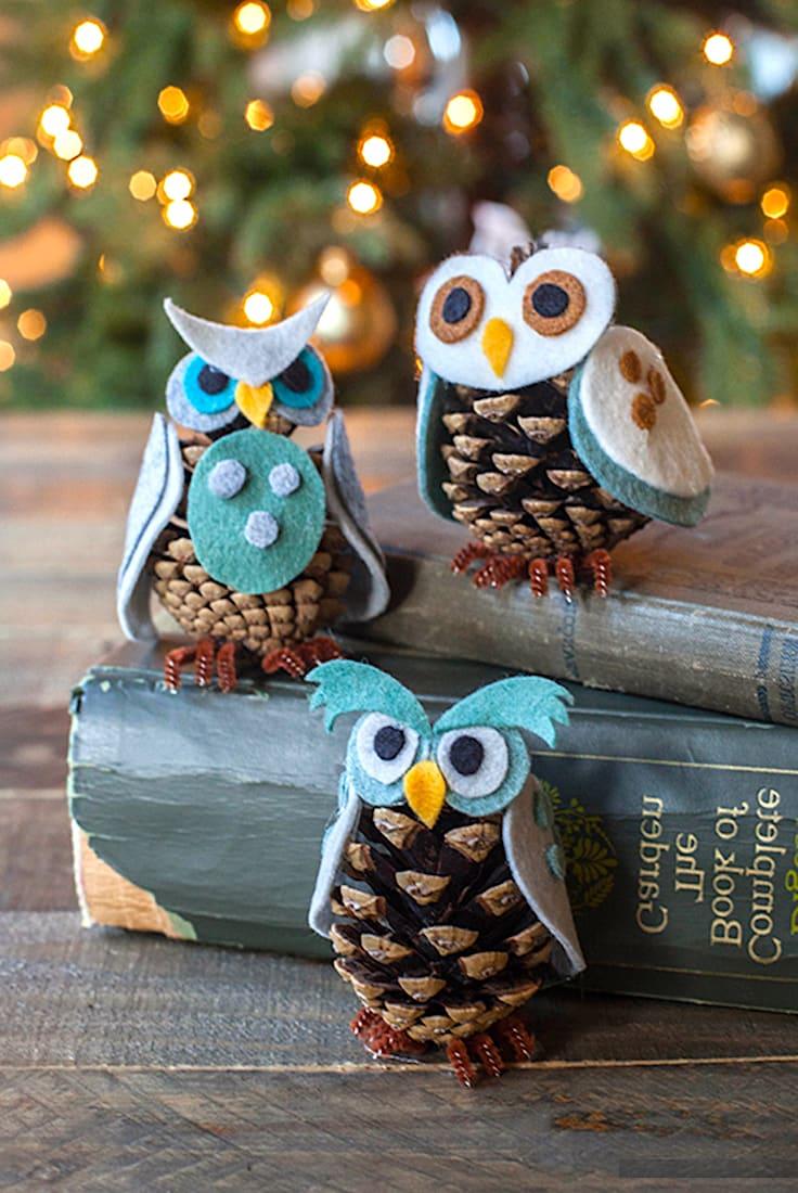 Красивые совы из шишек