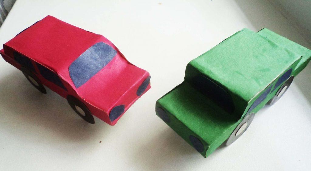 Миниатюрные машинки из бумаги