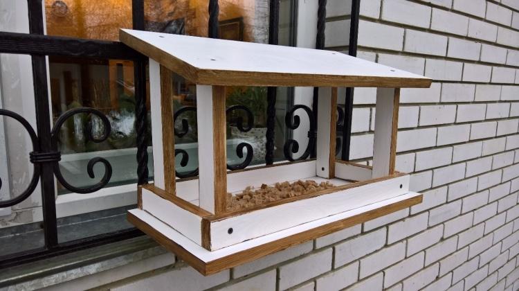 Односкатная кормушка для птиц