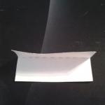 2. Теперь строго по схеме складываем треугольный модуль. Возьмите прямоугольник и сложите его вдоль пополам. | Оригинал: http://svoimi-rukami-club.ru/модульное-оригами-лебедь-из-модулей/