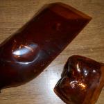 Пластмассовые бутылки коричневого нужно разрезать на две части, но не посередине, а ближе к дну. Читайте полностью: http://ostrovokpodelok.ru/podsolnuhi-iz-plastikovyih-butyilok/?ov