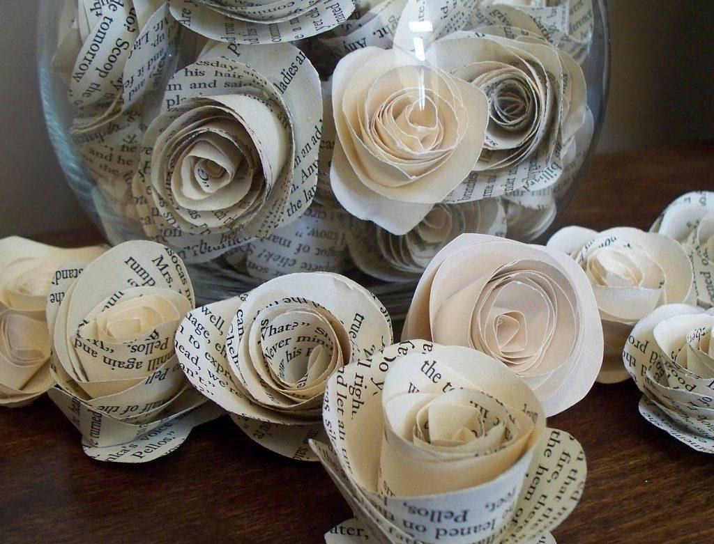 Много роз из газет