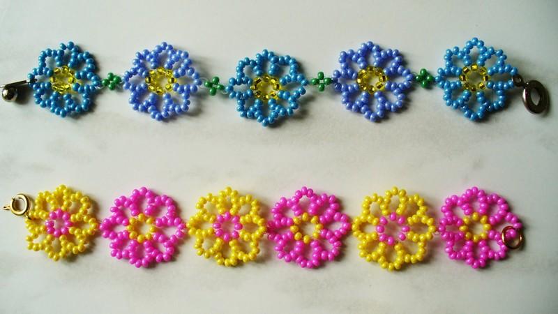 браслет из бисера с цветками