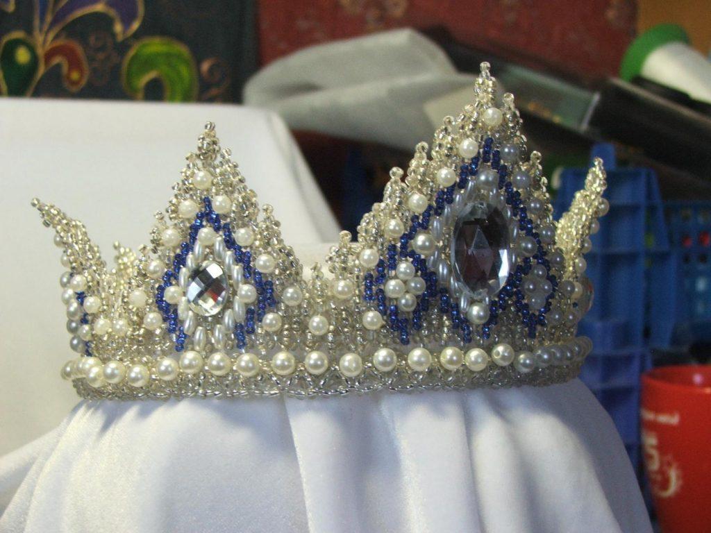 Корона с бисером и бусинами