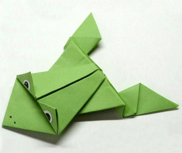 Лягушка в стиле оригами