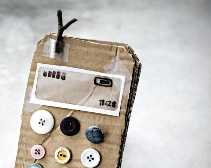 Телефон из картона